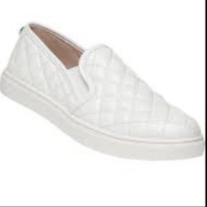 WHITE TUFTED SLIP ON SNEAKERS SIZE 7